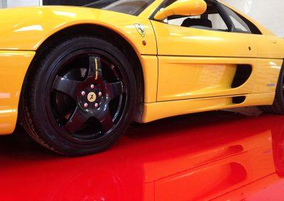 Rødt epoxygulv til Ferrarien